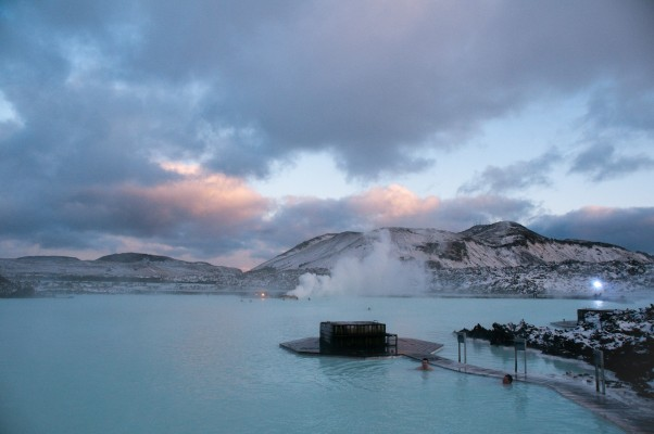 39° vs -2° degrees: blue lagoon